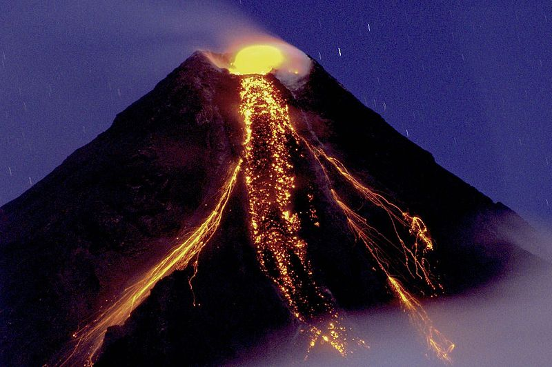 Mayon Volcano erupting on 29 December 2009 (image)