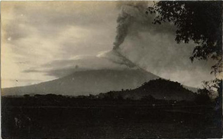 Mount Mayon photograph of 1928 eruption