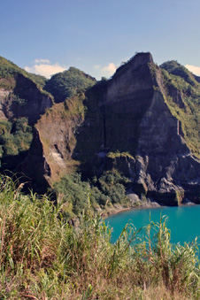 Mt Pinatubo crater image